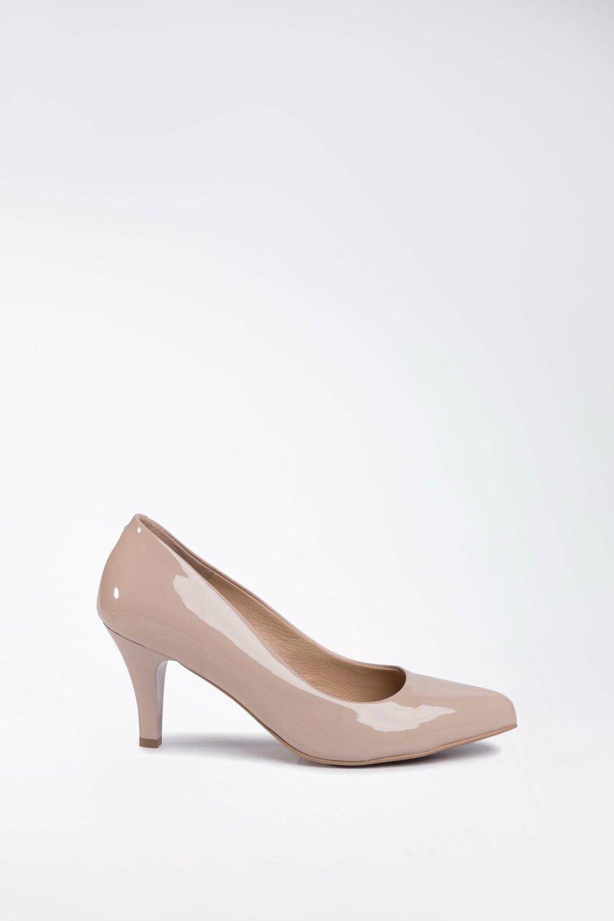 a magas sarkú cipők fogynak)