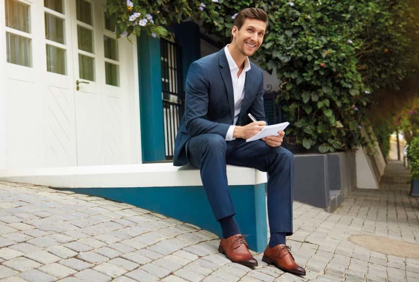 cdff362904c3c Przy wyborze butów do garnituru zasada jest prosta: gładka faktura jest  najbardziej formalna i elegancka, natomiast zamsz oraz tłoczenia, ...
