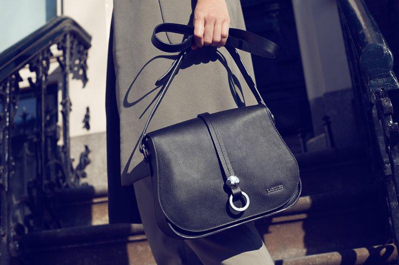 803e43224bf1f Skórzana czarna torebka – czy to na ramię, kopertówka czy worek - będzie  nam służyć przez wiele lat.