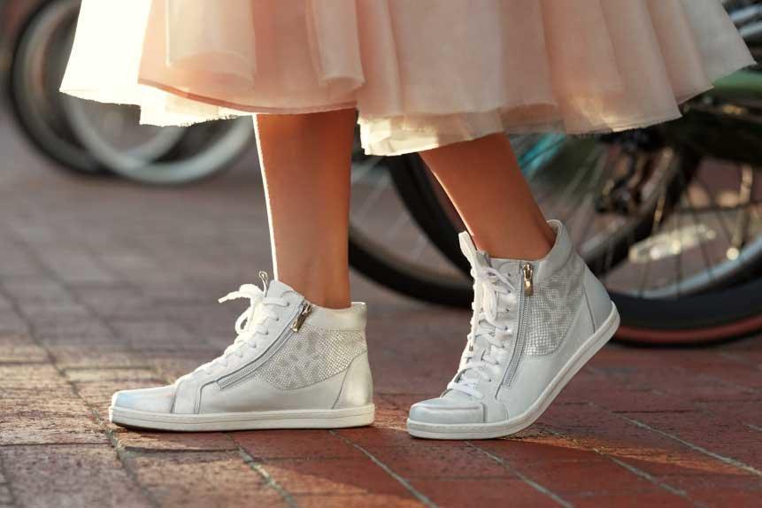 0b65f50a1a4ad Im wcześniej się tym zajmiesz, tym większa szansa, że do ołtarza podążysz  pewnym krokiem. Sprawdź, jak dobrać idealne buty ślubne ...